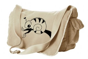 Chameleon in Love Messenger Bag